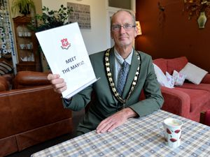 BORDER COPYRIGHT TIM STURGESS SHROPSHIRE STAR...... 15/10/2020. Oswestry Mayor, Duncan Kerr, Old Coffee Pot  for his monthly drop in to speak to local people....