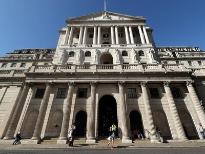 Bank to make 'knife-edge' rates decision amid cut speculation