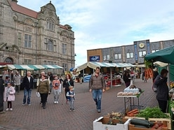 Numbers double at Oswestry Market after stalls taken into streets