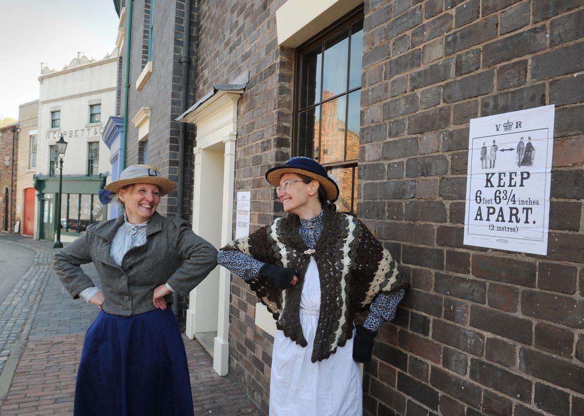Costumed demonstrators Chris Morris and Elizabeth Morgan