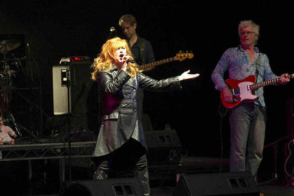 T'Pau singer Carol Decker hits out at sports firm over online purchase