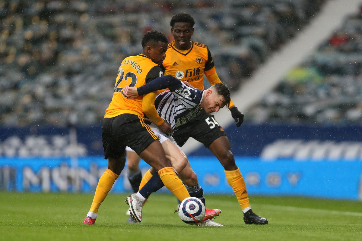 Conor Townsend of West Bromwich Albion gets between Nelson Semedo of Wolverhampton Wanderers and Owen Otasowie of Wolverhampton Wanderers. (AMA)