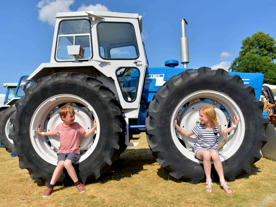 Sunshine and dancing diggers bring smiles at Newport Show - with pictures