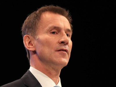 Hunt warns Brussels to step back from Brexit 'abyss'
