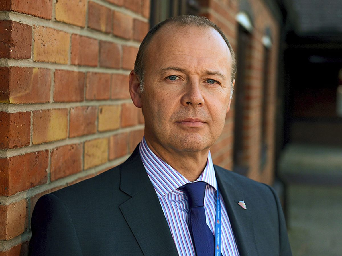 Mixed reaction as Shropshire hospitals chief steps down