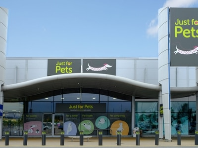 Just for Pets bucks the retail trend