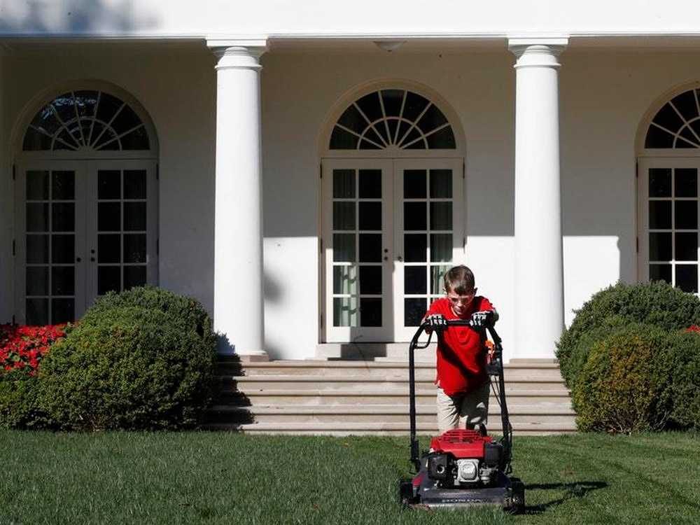 Trump High-Fives Youngster Who Volunteered to Mow White House Lawn