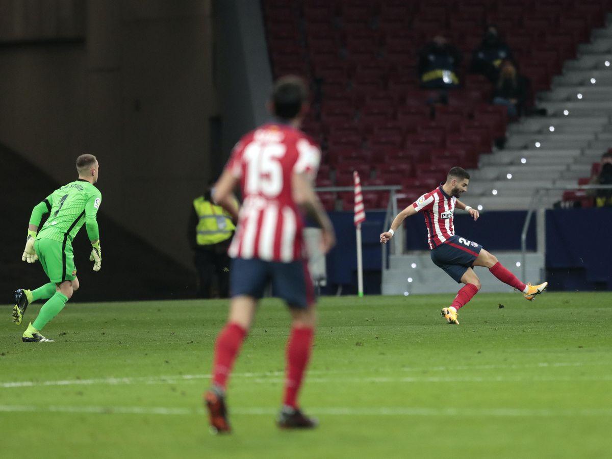Yannick Carrasco punished a poor decision by Barcelona goalkeeper Marc-Andre Ter Stegen