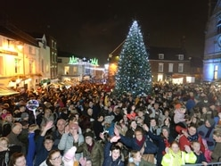 Packed-out town square to see Oswestry's Christmas lights big switch-on