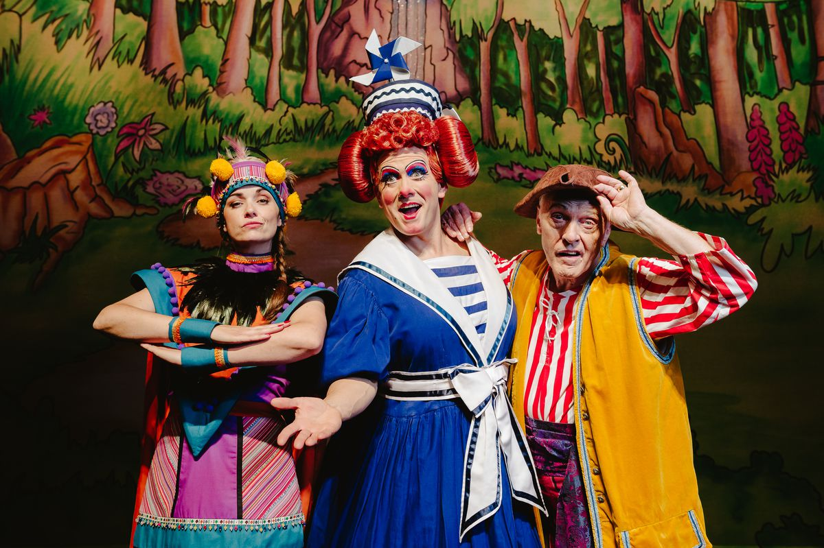 Katy Dean as Wendy Darling, Brad Fitt and Mrs Smee and pirate Eric Smith