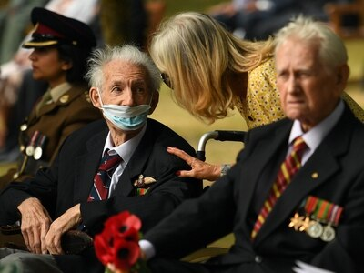 In Pictures: Veterans gather to remember fallen on VJ Day