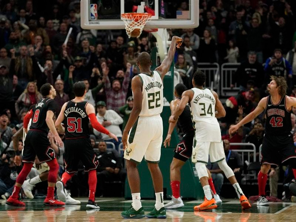 Clutch three-pointer in final few seconds lifts Bucks over Chicago