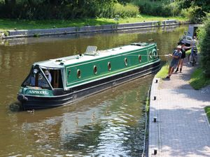 WOLVERHAMPTON PIC MNA PIC  DAVID HAMILTON PIC  EXPRESS AND STAR 20/07/21 WEATHER PIC PIC ONLY  Hard work in the hot weather, pulling a canal boat, at Bratch Locks, Womborne.
