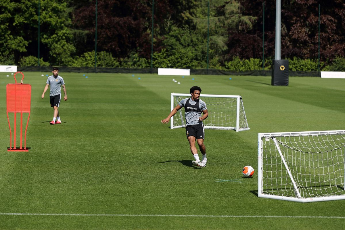 Wolves players in small group training (Photos: Wolves)
