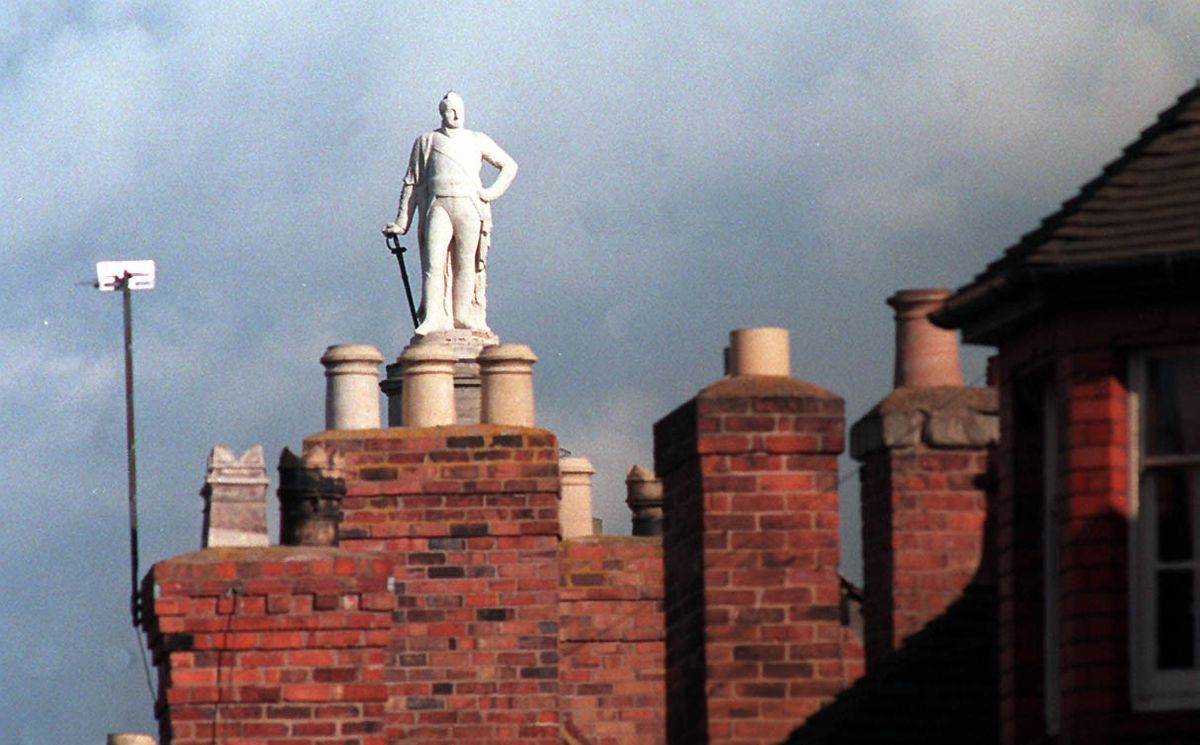 An unusual angle on the Lord Hill statue