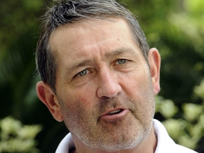 Cricket legend Graham Gooch to give talk at Oswestry club