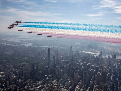 First we take Manhattan – Red Arrows thrill during New York flypast