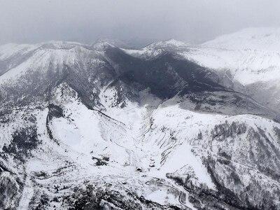 Injuries as volcano erupts near Japan ski resort triggering avalanche