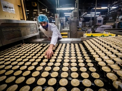 In Video: Inside the factory that makes 720 mince pies a minute