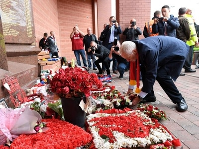Corbyn lays Hillsborough wreath during Anfield visit