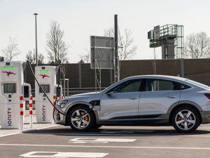 Audi e-tron Sportback charging
