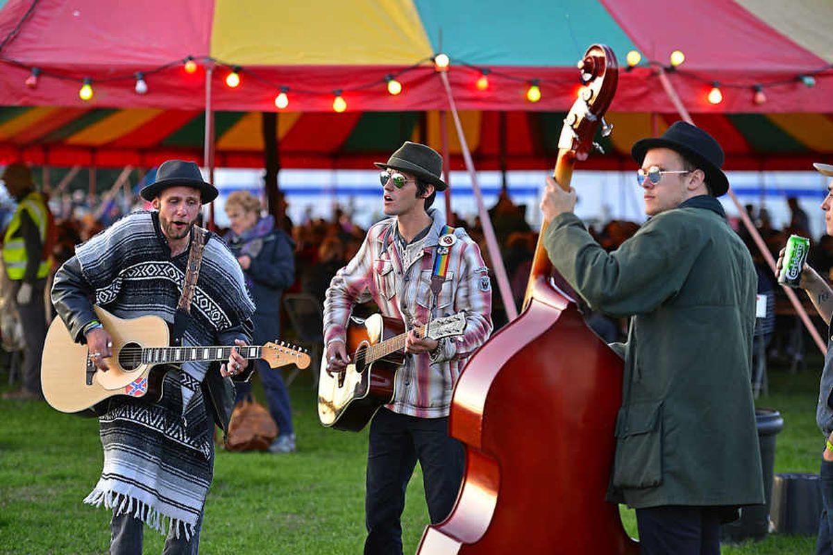 Thousands turn out to enjoy Shrewsbury Folk Festival