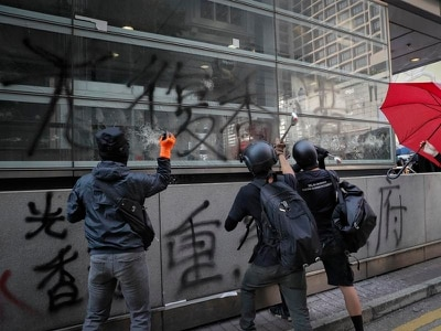 Hong Kong protesters defy police and barricade streets