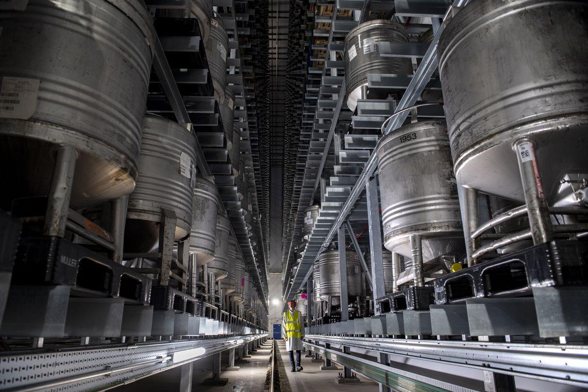 Automated high bay warehouse at Telford