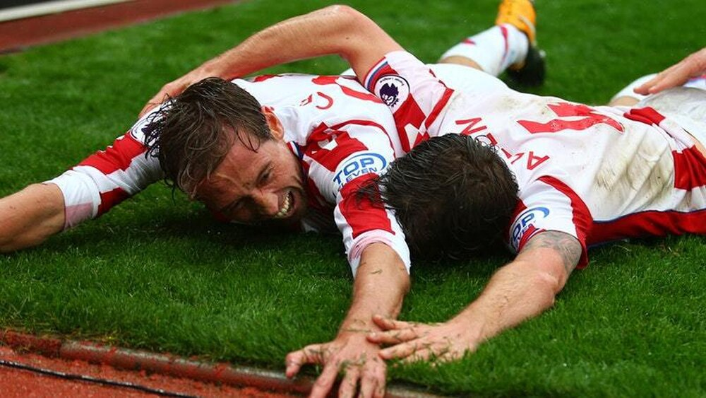 Crouch scores late victor as Stoke beats Southampton 2-1