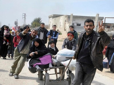 Death toll passes 100 as thousands flee Syria onslaught