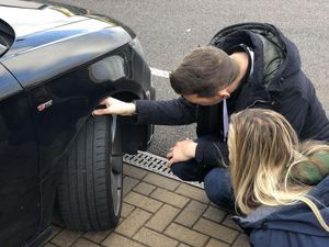 Checking tyres
