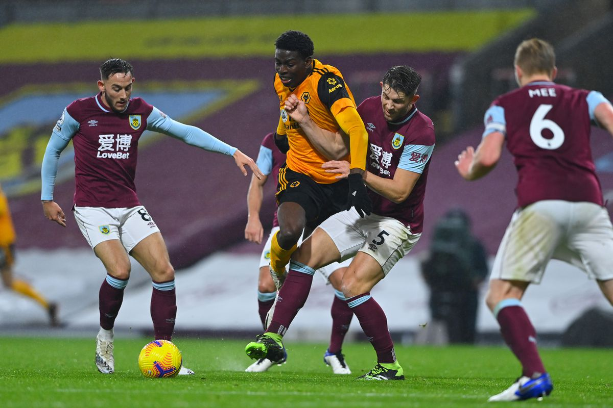 Josh Brownhill of Burnley and James Tarkowski close in on Owen Otasowie of Wolverhampton Wanderers (AMA)