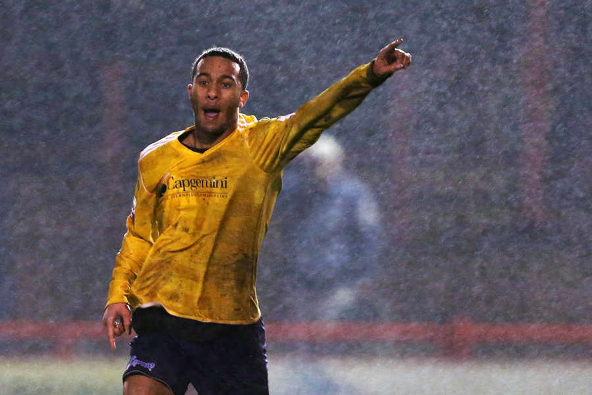 Russell Benjamin signs for Stockport County
