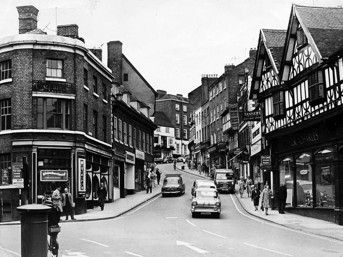 Wyle Cop in October 1964 - if the under-road heating had been installed by then, it doesn't show