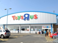 5,700 jobs at risk as Toys R Us and Maplin both go into administration