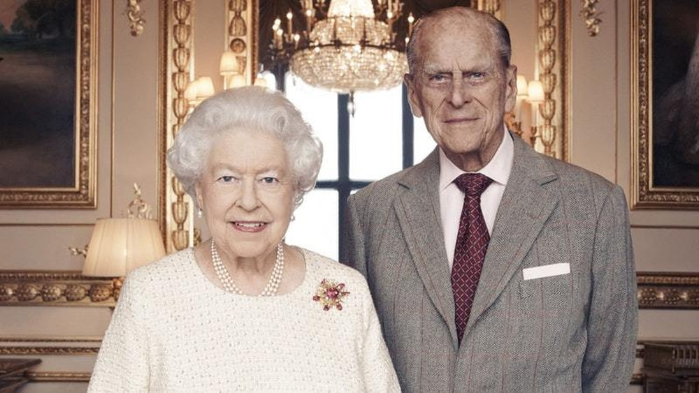 Queen's new pic: Happy and glorious on 70th wedding anniversary