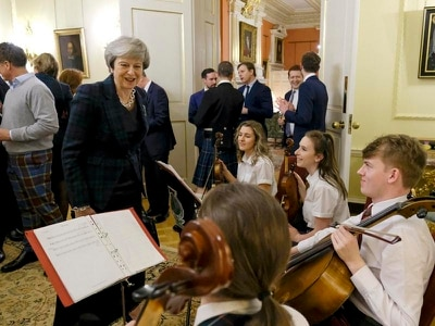 May toasts Scotland at Downing Street Burns Supper