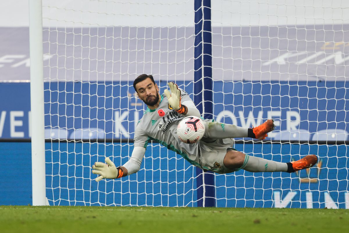 Rui Patricio of Wolverhampton Wanderers saves a penalty from Jamie Vardy of Leicester City. (AMA)