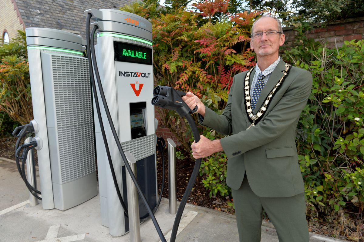 Oswestry mayor Duncan Kerr switched on the council's first electric charging points