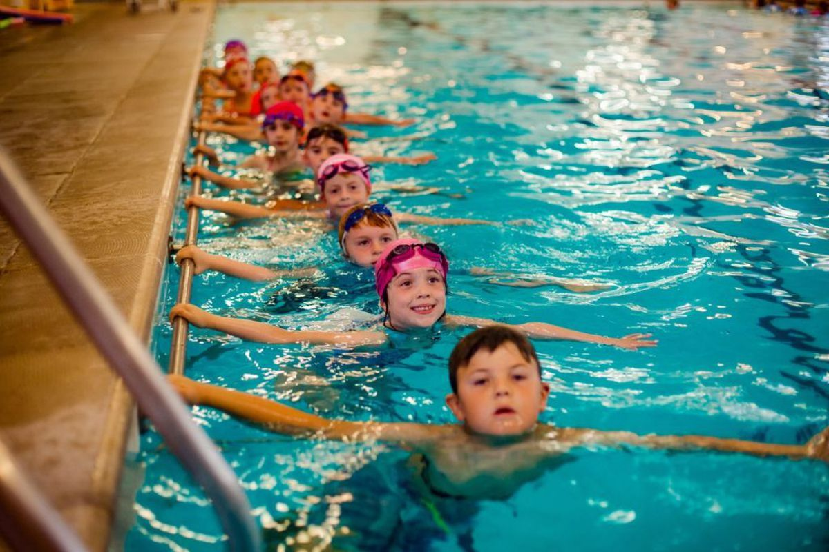 Ellesmere Primary School children make the most of the school pool