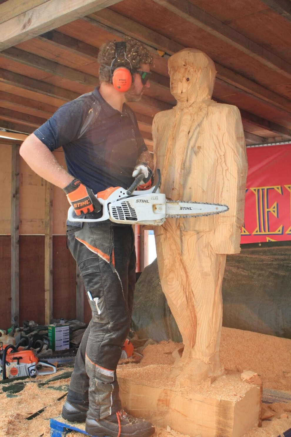 Chainsaw sculptor to lead pumpkin carving at llangollen