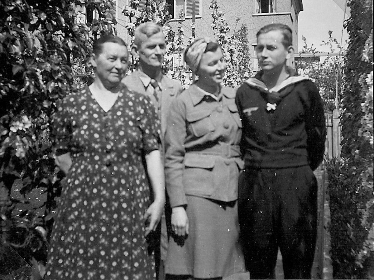 With his parents and sister in early 1943.