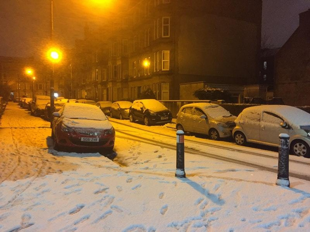 'Do not travel' warning as snow storm hits