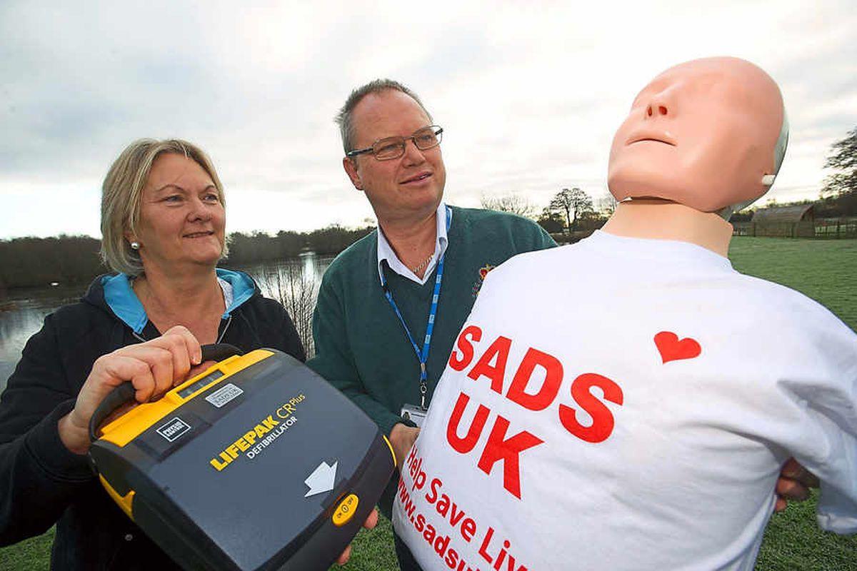 Tragic partner donates defibrillator to cafe at Shropshire lake