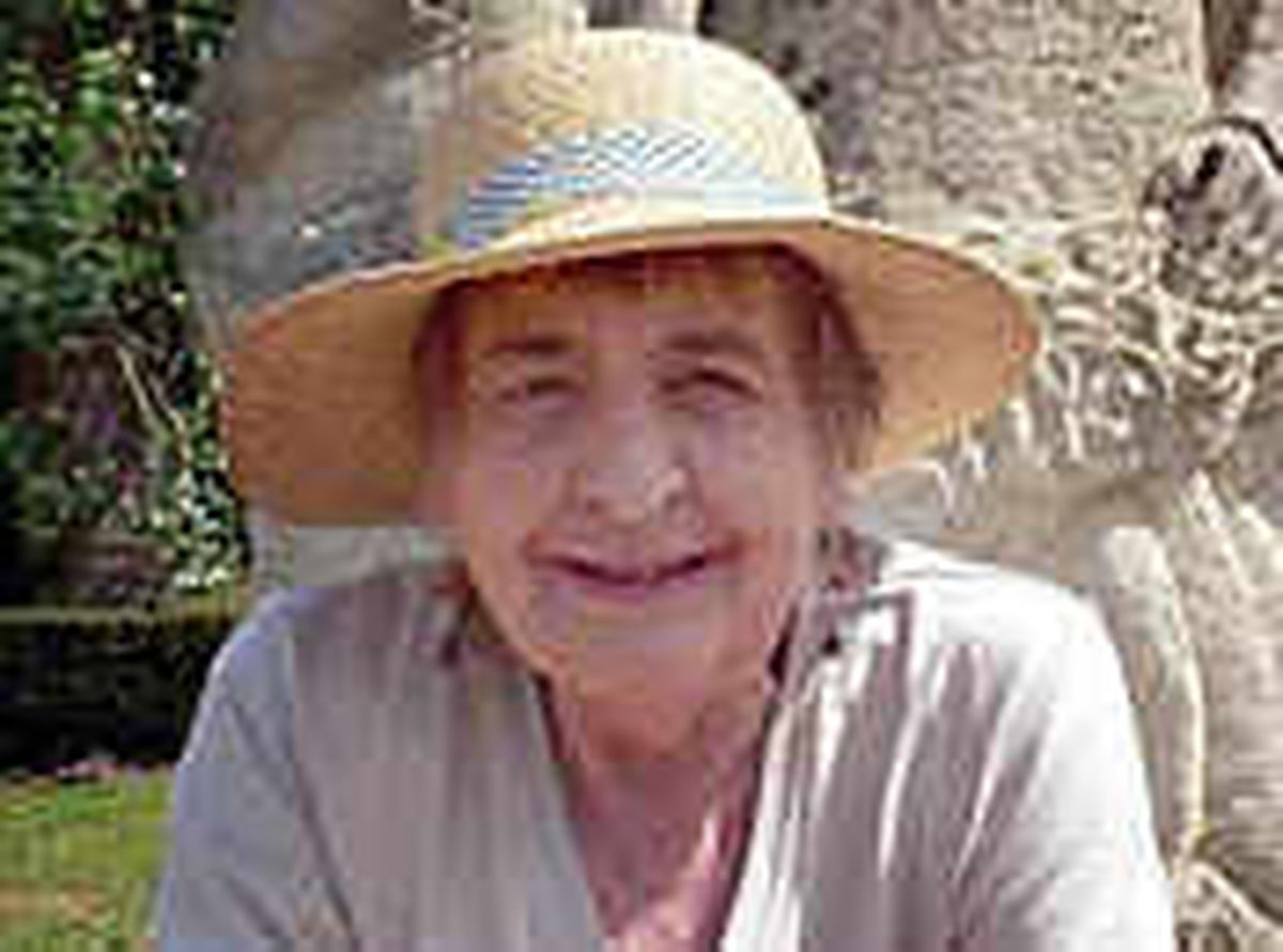 Tributes to wife of rose grower