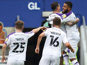 Leon Clarke of Shrewsbury Town celebrates after scoring a goal to make it 0-1 (AMA)