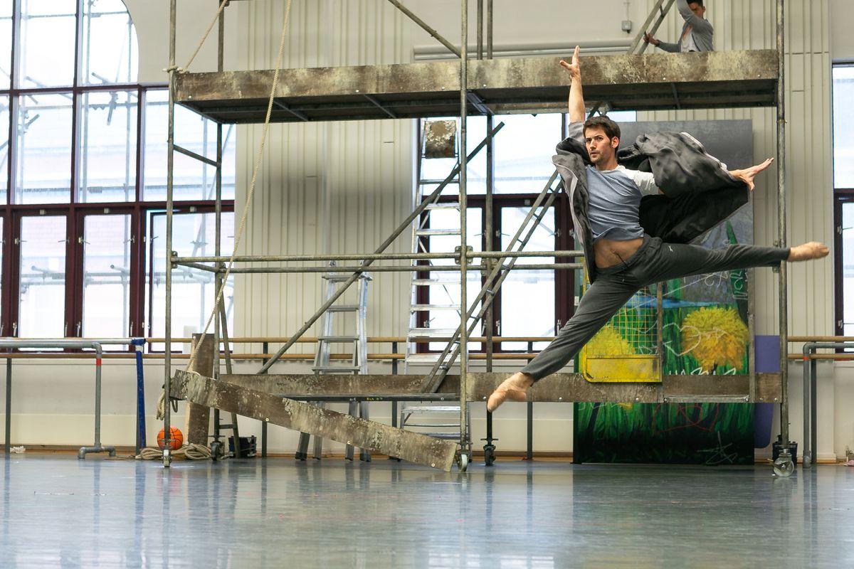 Mathias Dingman as Wolf; photo Dasa Wharton