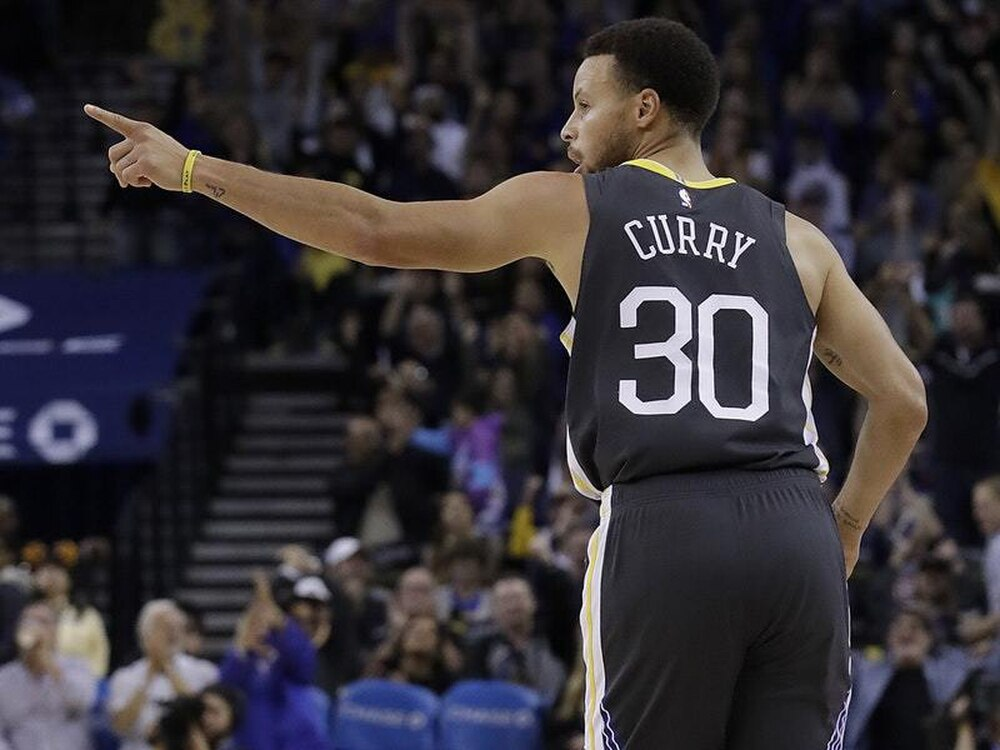 Klay Thompson Breaks NBA's 3-Point Record Held By Teammate Stephen Curry
