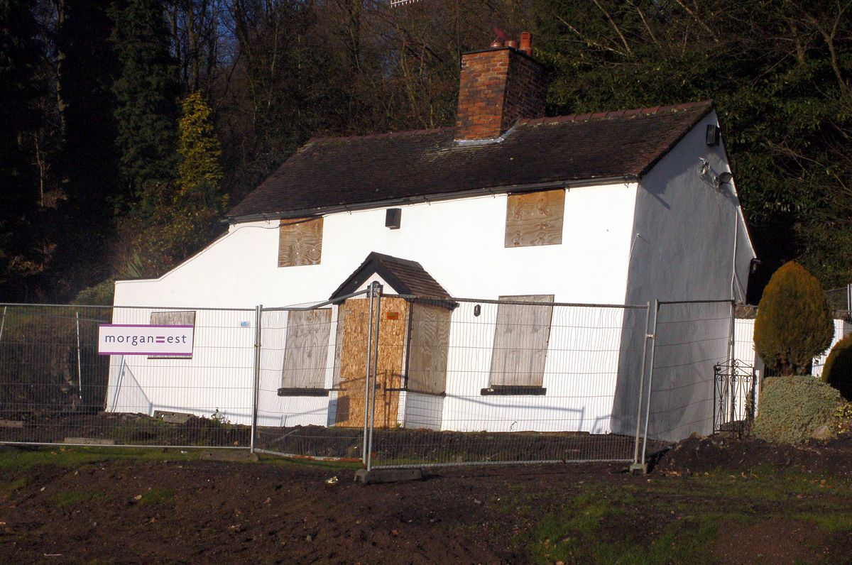 Lloyds Cottage in 2007 – it has been dubbed Britain's Wonkiest Cottage.