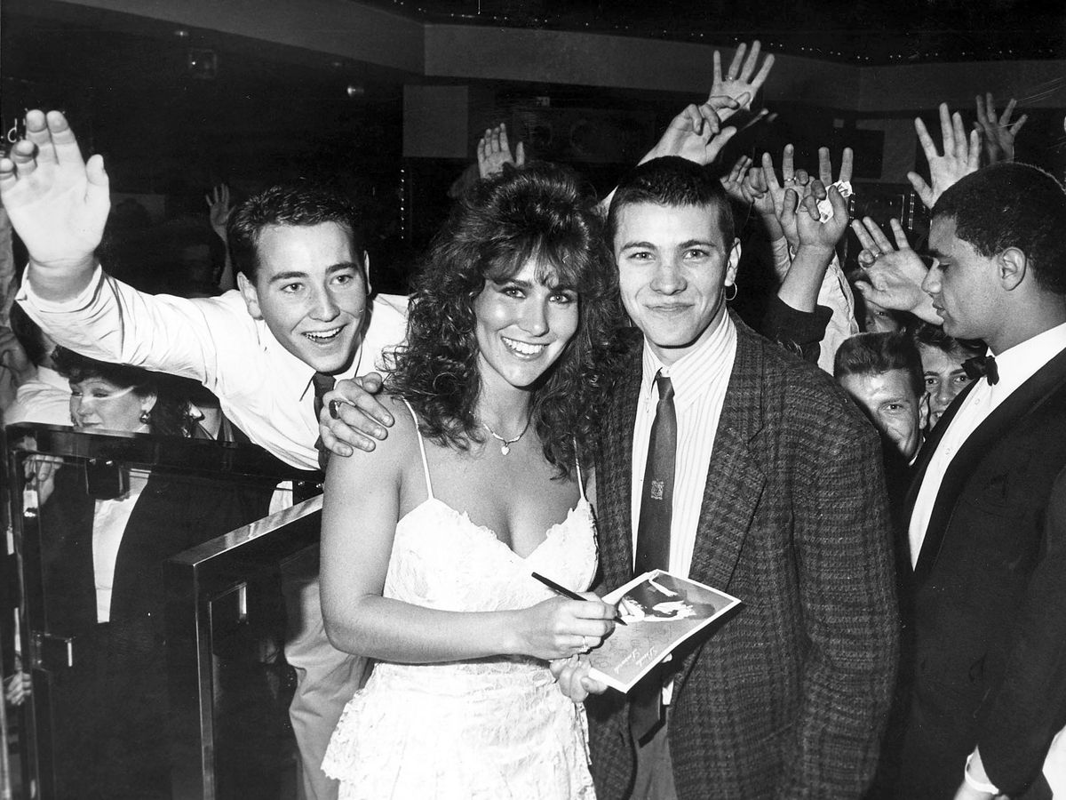 Top model Linda Lusardi at Cascades signing autographs and selling balloons towards the Telethon 88 appeal in May 1988.